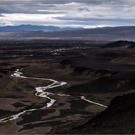 Über die Ebene geht der Blick zum Snæfell und dem sanften Nordhang der Vaðalda