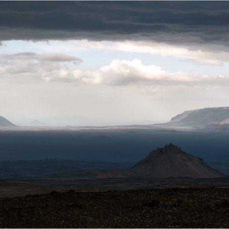 Nach Norden sind im Abstieg aus der Askja Sellandafjall, Bláfjall und Lokatindur zu sehen