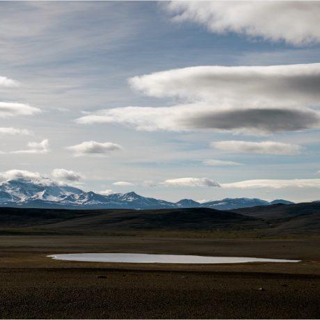 Auch von der Álftadalsdyngja ist der markante Berg zu sehen