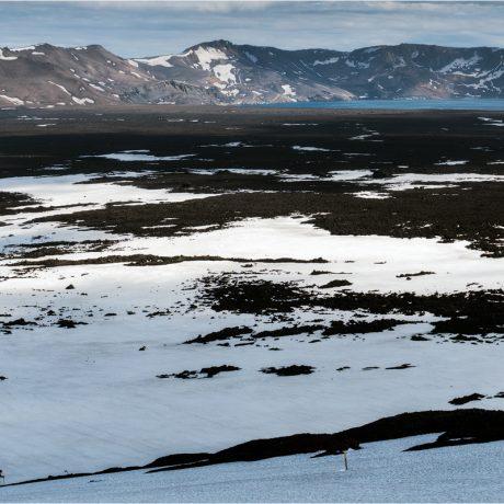 Die Aussicht von der Passhöhe in die Caldera der Askja ist atemberaubend