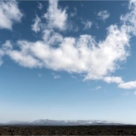 Im Rückblick taucht die Askja nur gelegentlich aus den Staubwolken auf, die aus dem Schwemmland rüber ziehen